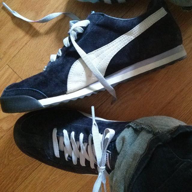 These are my kicks today, @melissaaverinos  #purplesuedepumas